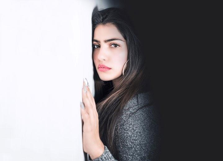brunette hot Israeli woman